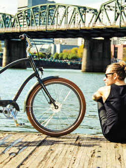 Rent our Electra Amsterdam bike and cruise in comfort.